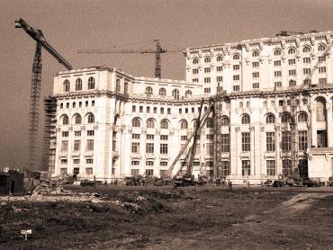 7966-0-casa_poporului_constructie
