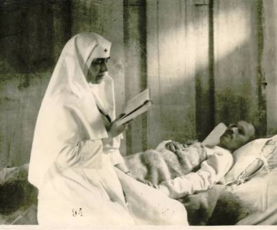 Queen Marie of Romania with the wounded
